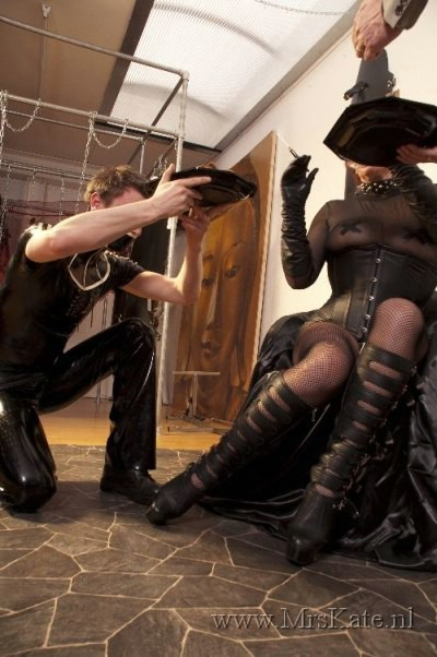 serving Mrs Kate SM studio House of SubMission The Hague